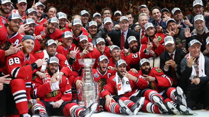 Blackhawks pose with Stanley Cup
