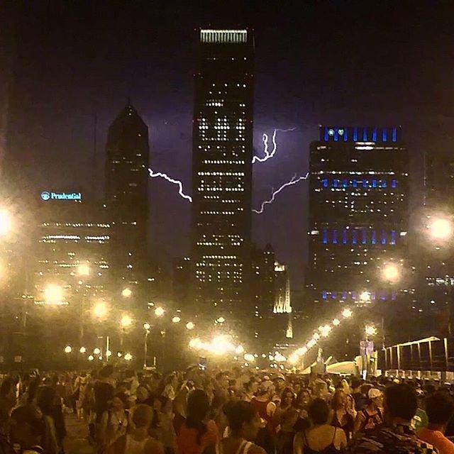 lightning all over chicago